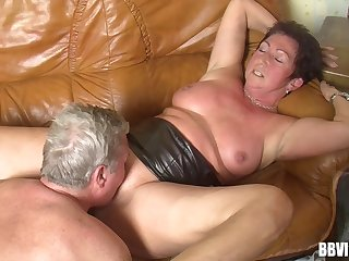 Derogatory amateur granny loves having sex with regard to her horny followers