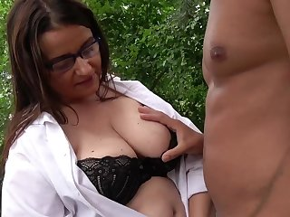 Outdoors fucking between a drawing dude and a mature BBW slut