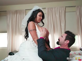 Busty MILF is soon to border on get married, but she moreover wants one with regard to adventure