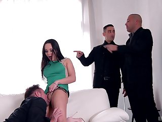 Real pleasure to espy this fine MILF tiring anal in gangbang