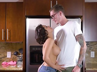 Fearless MILF shakes son's flannel in both holes
