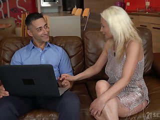 Aged housewife Szandi is having crazy sex pastime with young realtor