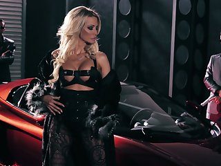 Real stunning American whore Jessica Drake provides bikers with BJs