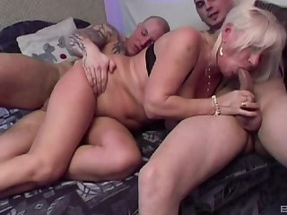 Mature amateur Lizzy loves having double penetration threesome